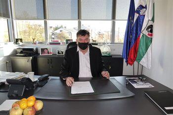 Podpis pogodbe za obnovo notranjosti Kulturnega doma Grosuplje