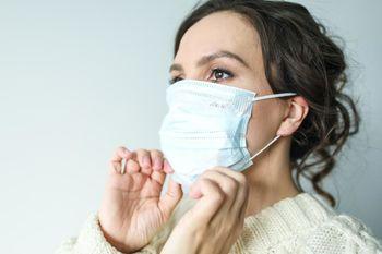 Javni poziv samozaposlenim in mikro podjetjem za brezplačno dodelitev zaščitnih mask