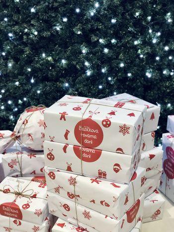 Božičkova tovarna daril letos prvič na spletu