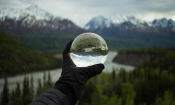 Pogled v magično kroglo prihodnosti