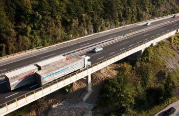 Na avtocesti A1 od danes prepoved prehitevanja za tovorna vozila