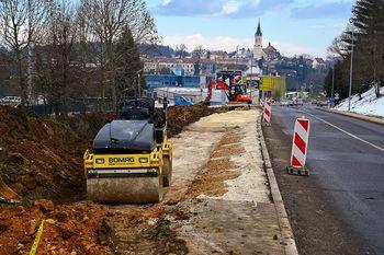 Na Topliški cesti začeli z rekonstrukcijo kolesarske steze