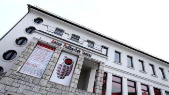 Objavljen je javni razpis za ravnatelja Anton Podbevšek Teatra