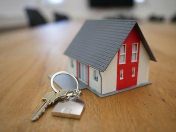 Objavljen razpis Nepremičnin za dodelitev oskrbovanih stanovanj v Dečkovem naselju