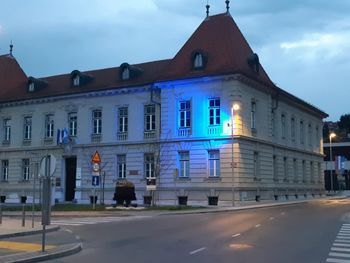 2. april, svetovni dan zavedanja o avtizmu, Litijo obarval v modro