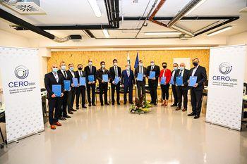 Župani desetih občin podpisali pogodbo za izgradnjo druge faze Centra za ravnanje z odpadki Dolenjske