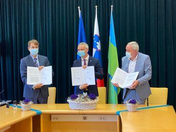 Podpisan sporazum o skupnem interesu izgradnje infrastrukture za namestitvene zmogljivosti institucionalnega varstva starejših