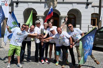 Slovenska bakla v družbi športnih navdušencev zaokrožila po Novem mestu