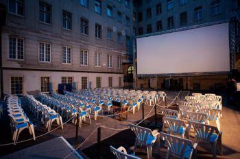 Kinodvorišče odpira poletno sezono filma na prostem