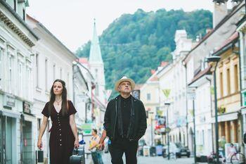 Ditka in Feri Lainšček ob spremljavi pianista Gorazda Čepina
