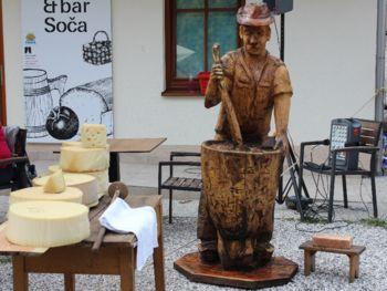 Odkritje nove lesene skulpture v vasi Soča