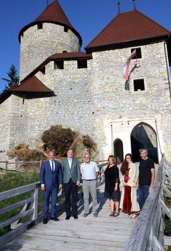 Minister dr. Vasko Simoniti podprl obnovo gradu Žovnek
