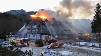 Požar v hotelu Jezero