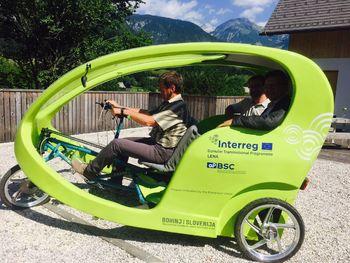 Ogled lepot Bohinja letošnje poletje tudi z e-rikšo, prvim električnim triciklom na Gorenjskem