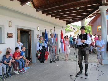 Obnovljena cesta v Otočah in donacija za igrišče v Kropi