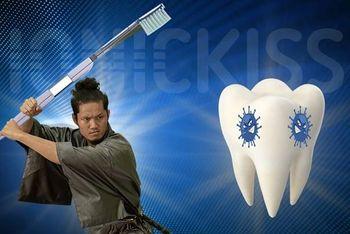 Ščetkanje zob kar brez zobne paste!