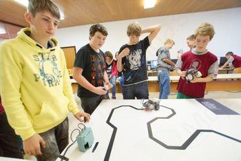 Dvojna zmaga na regijskem robotskem tekmovanju za OŠ Tržič