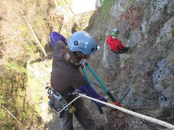 Čiščenje grajske skale in podhod v dve jami