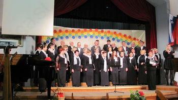 Koncert mešanega pevskega zbora Zvon z gosti