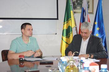 Podpis pogodbe za rekonstrukcijo lokalne ceste Brezje - Koroška vas