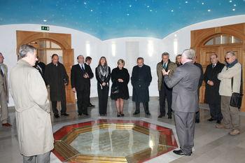 Delegacija ustavnih sodnikov Slovenije in Hrvaške na ogledu Pomnika braniteljem slovenske zemlje na Cerju