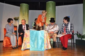 Razprodana premiera gledališke predstave v Podnanosu