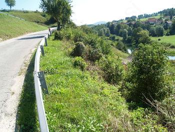 Kmalu asfaltirana cesta proti Kleču