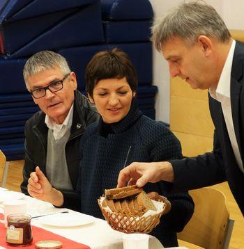 Ministričin borovniški zajtrk