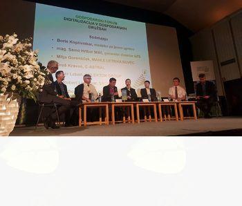 Na XXII. srečanju gospodarstvenikov Primorske v Idriji gospodarstveniki govorili o digitalni tehnologiji in petnajsta podelitev priznanj za najboljše inovacije v regiji