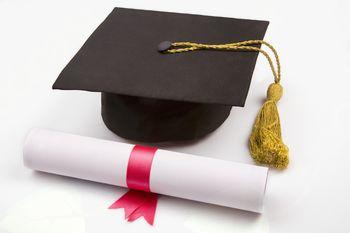 Razpis za sprejem in podaljšanje bivanja študentov visokošolskega študija v študentskih domovih in pri zasebnikih za študijsko leto 2017/2018
