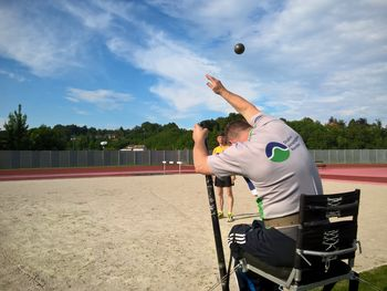 Ogorčen boj ekip paraplegikov