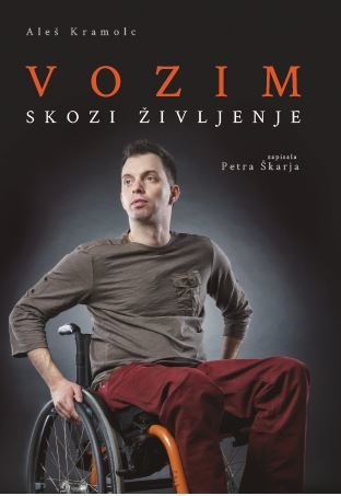 """Predstavitev knjige """"Vozim skozi življenje"""" Aleša Kramolca"""