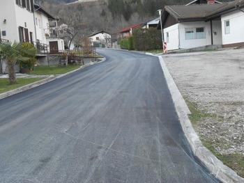 Zaključena je preplastitev ceste v Breginju in Sedlu