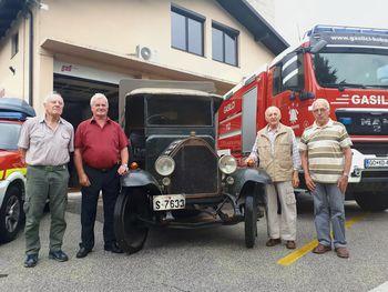 Ponosni na starejše kobariške gasilce