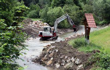 Odprava škode po poplavah na potoku Bolska