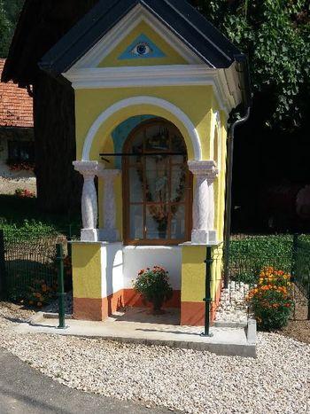 Blagoslov obnovljene kapelice na Vologi  in odprtje obnovljenega odseka lokalne ceste