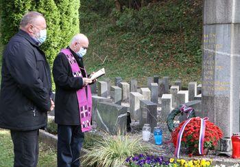 Letos ob dnevu spomina na mrtve namesto komemoracije le skromen poklon