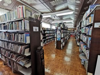 Ponovno omogočen prost dostop do knjižnih polic in samostojna izbira gradiva