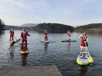 Supanje Božičkov na Šmartinskem jezeru