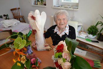 Najstarejši krajanka Velikega Gabra, gospa Justi Golob, v petek praznovala častitljivi 100. rojstni dan