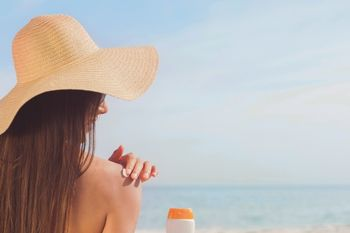 Uporaba kozmetike in varno sončenje