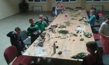 Praznična ustvarjalna delavnica Društva Laz privabila veliko mladih