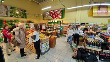 V trgovino po sadje in zelenjavo s svojo vrečko