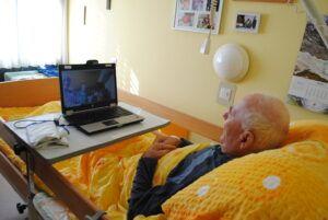 V Domu Petra Uzarja Tržič starostniki preko Skypa komunicirajo z domačimi