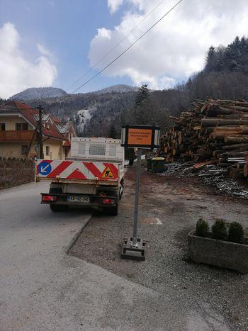 V občini Tržič k omejitvi gibanja z opozorilnimi tablami na štirih lokacijah