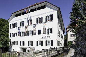 Tržiški muzej in knjižnica odpirata svoja vrata, z današnjim dnem odprte tudi občinske meje