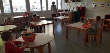 V šolske klopi tržiških šol znova sedlo 422 otrok