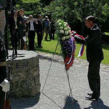 Ohranjajmo spomin, ki naj bo vsem v opomin – Predsednik RS Borut Pahor počastil spomin na 75. obletnico osvoboditve koncentracijskega taborišča pod Ljubeljem