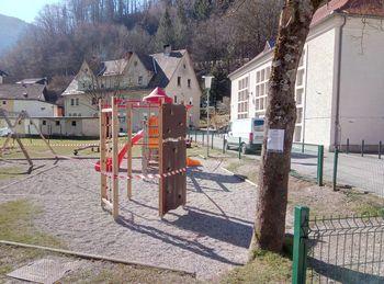 Zaprtje otroških igrišč