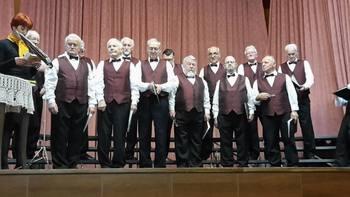 Ubrani glasovi Moškega pevskega zbora Društva upokojencev Tržič že 40 let